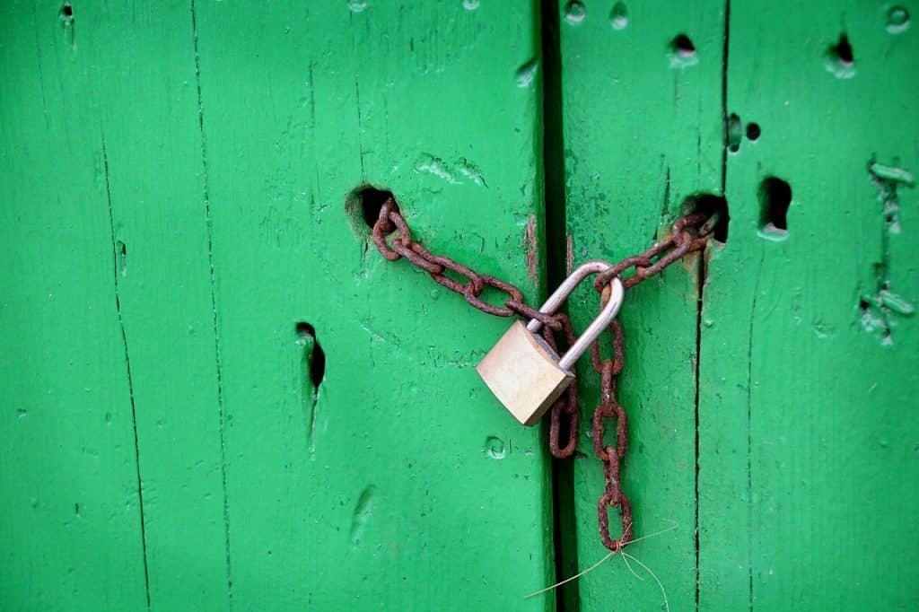Pourquoi les portes et les barrières sont importantes pour la sécurité des entreprises