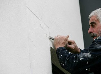 Comment recouvrir un mur en béton intérieur ?