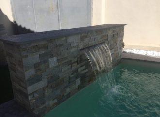 Quels sont les avantages d'installer un muret avec lame d'eau ?