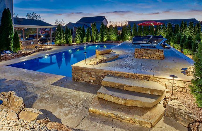 Comment les propriétaires pro Accentent leur piscine dans la cour arrière