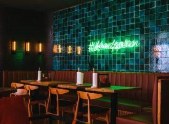 Comment vous pouvez choisir un thème décoratif et l'emporter tout au long de votre restaurant